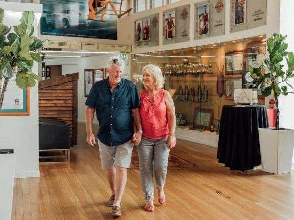 mooloolaba-surf-club-couple-walking-through-reception