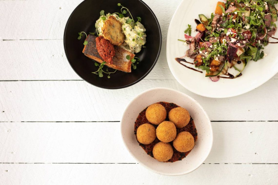mooloolaba-surf-club-food-fish-arancini-salad