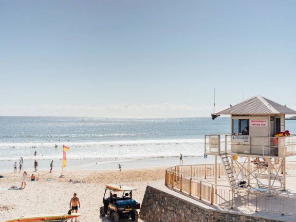 mooloolaba-surf-club-beach-and-ocean