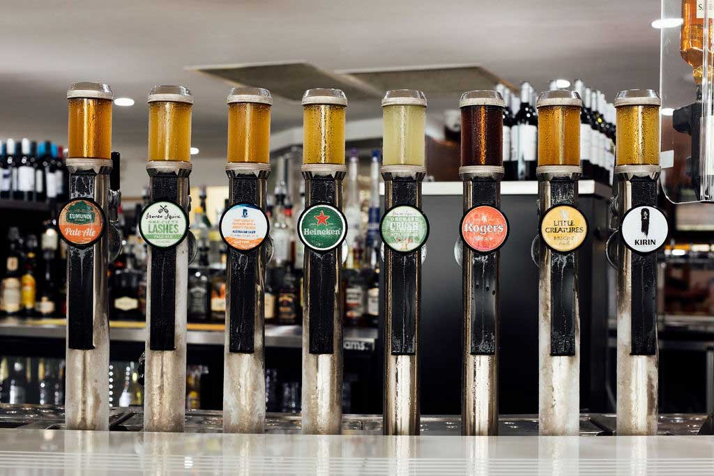 mooloolaba-surf-club-beer-taps-at-bar-01