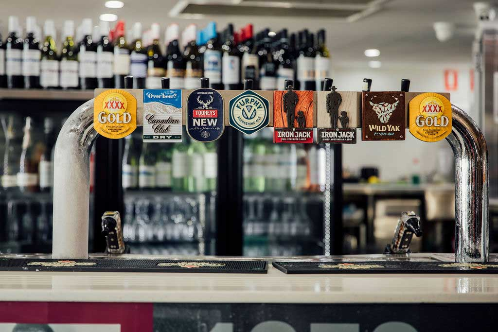 mooloolaba-surf-club-beer-taps-at-bar-02