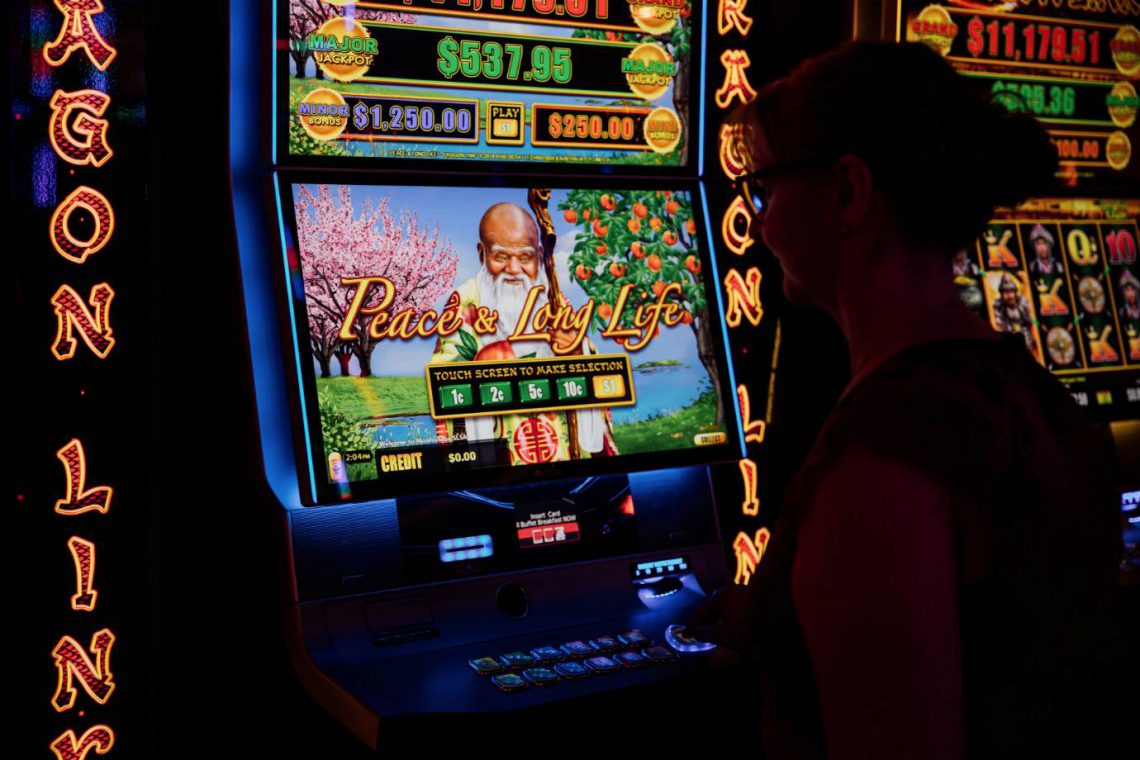 mooloolaba-surf-club-gaming-lounge-woman-playing-poker-machine