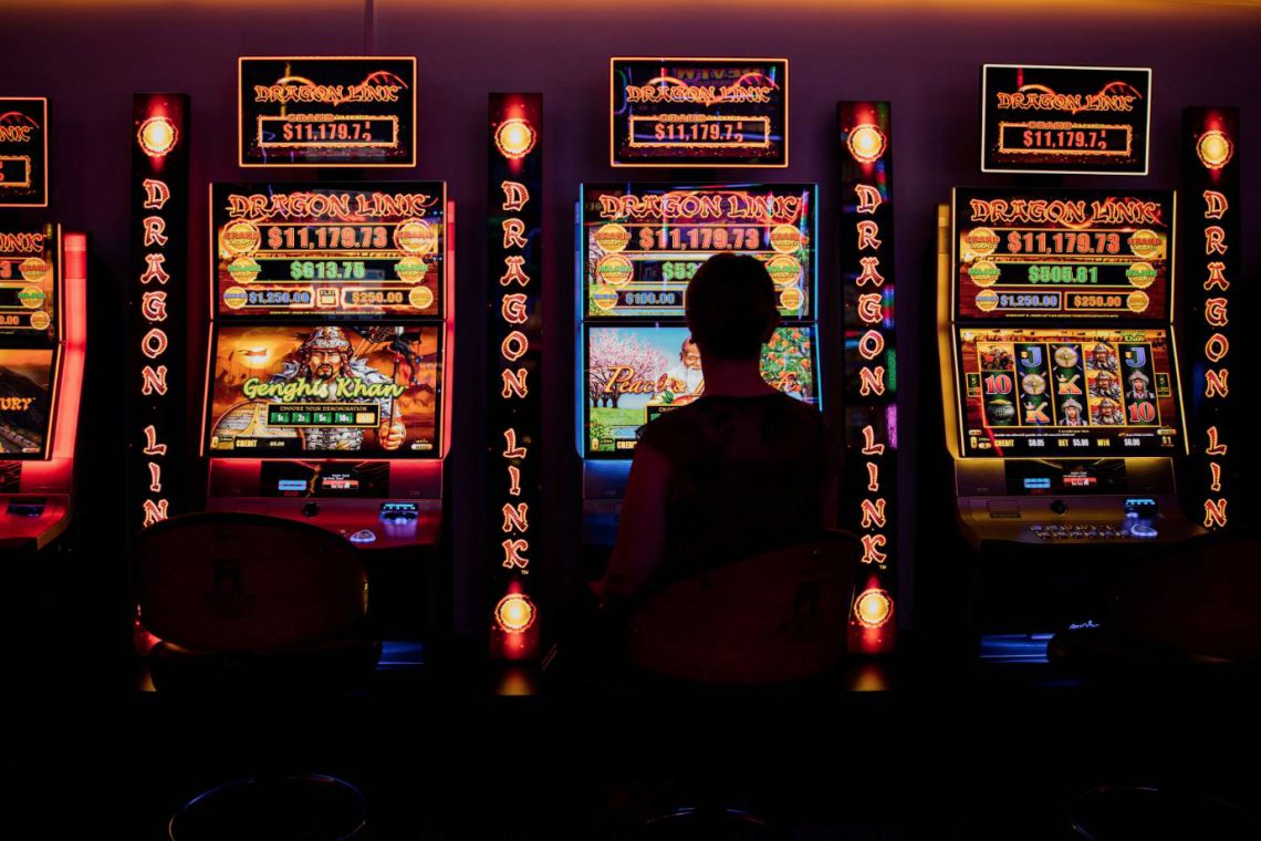 mooloolaba-surf-club-row-of-poker-machines