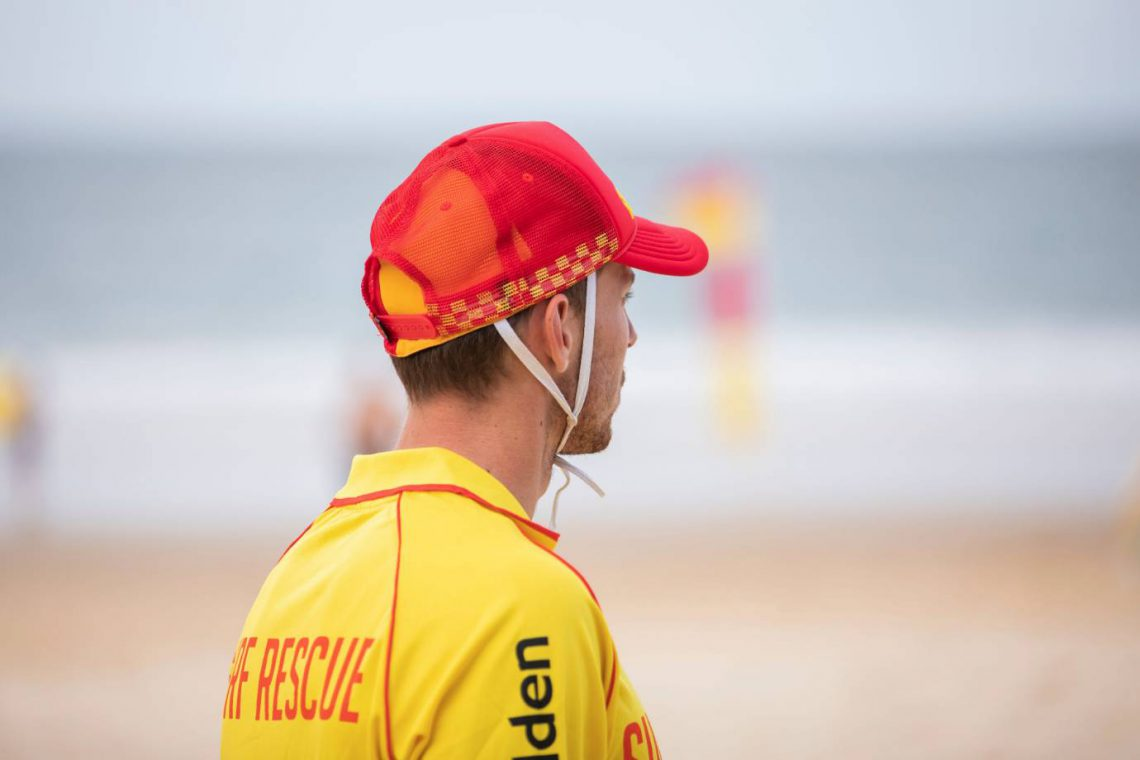 mooloolaba-surf-club-surf-lifesaver-watching-swimmers