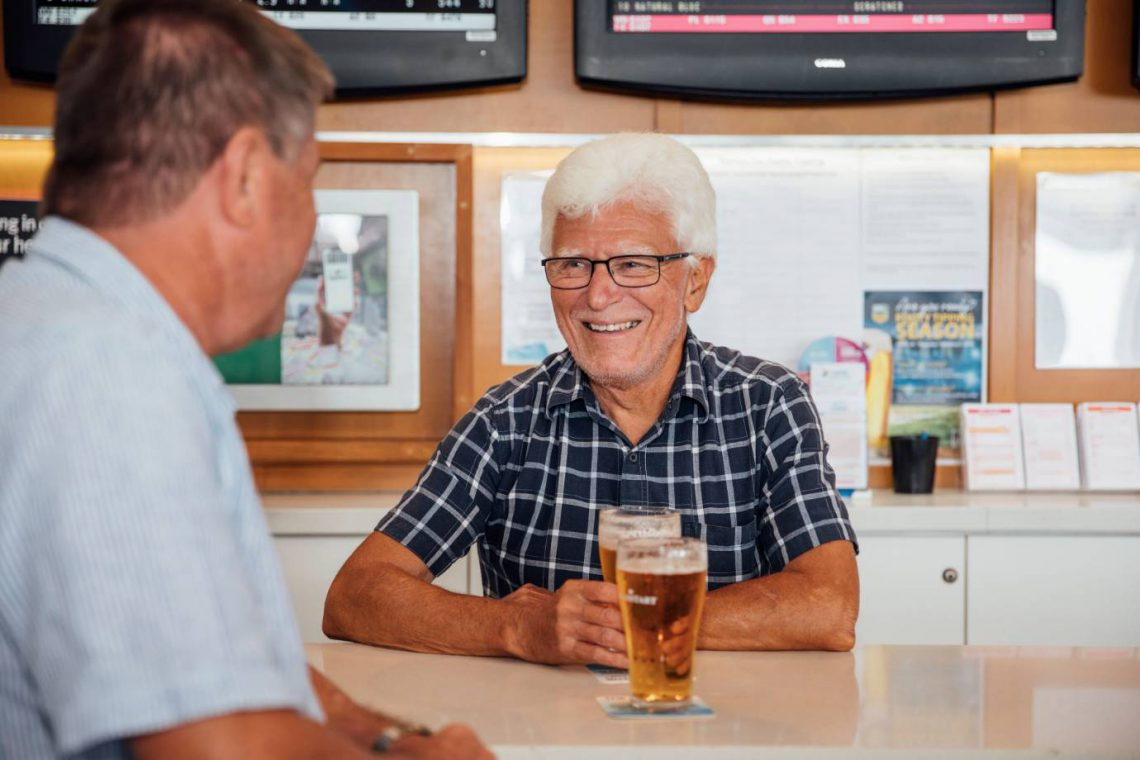 mooloolaba-surf-club-tab-smiling-men-drinking-beer