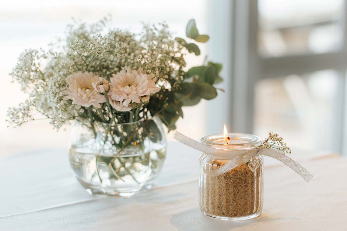 mooloolaba-surf-club-wedding-flowers-and-candle